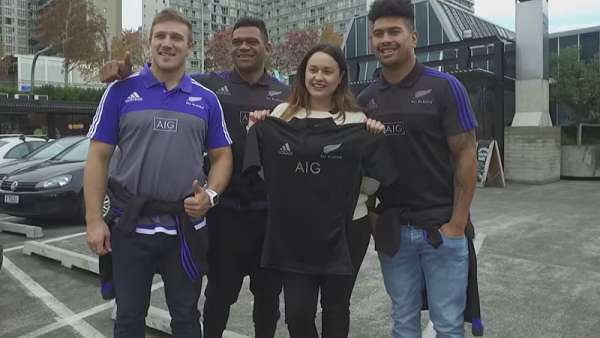 Los All Blacks regalaron camisetas