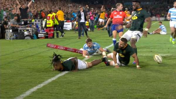 "S'busiso Nkosi autor del ""Try Of The Week"""